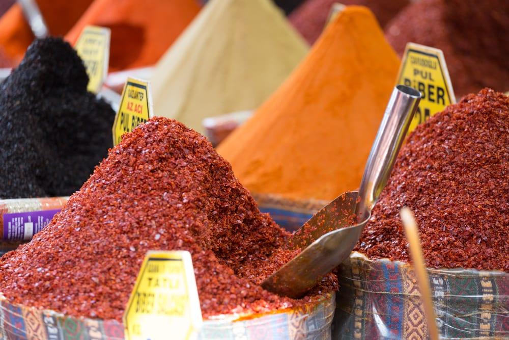 Krydderier til salg i Grand Bazaar - Istanbul i Tyrkiet