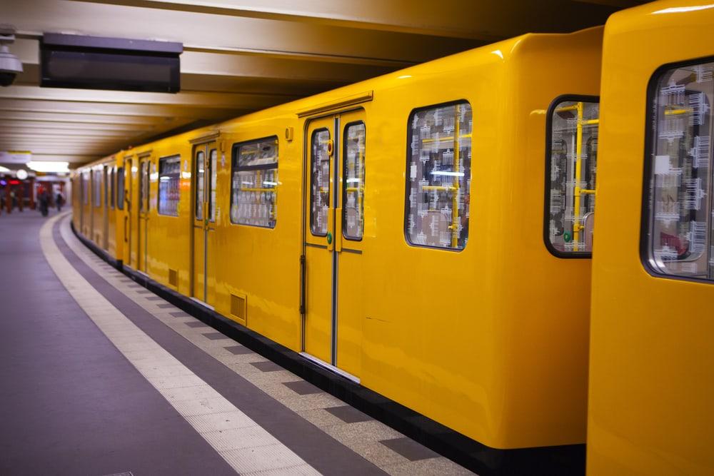 Undergrundsstation - Berlin i Tyskland