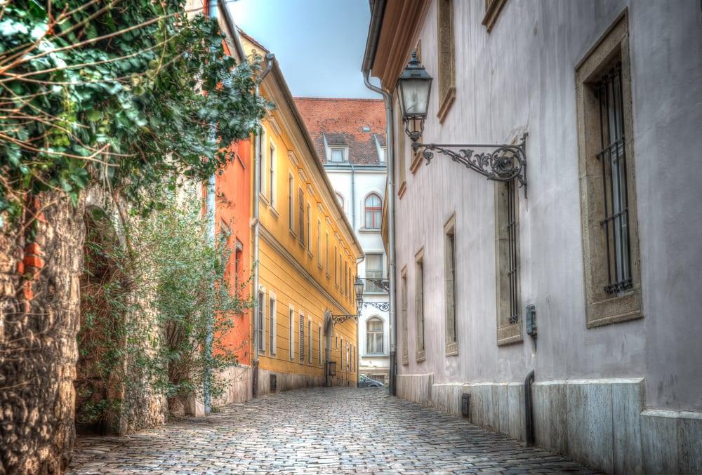 Smal gade - Budapest i Ungarn