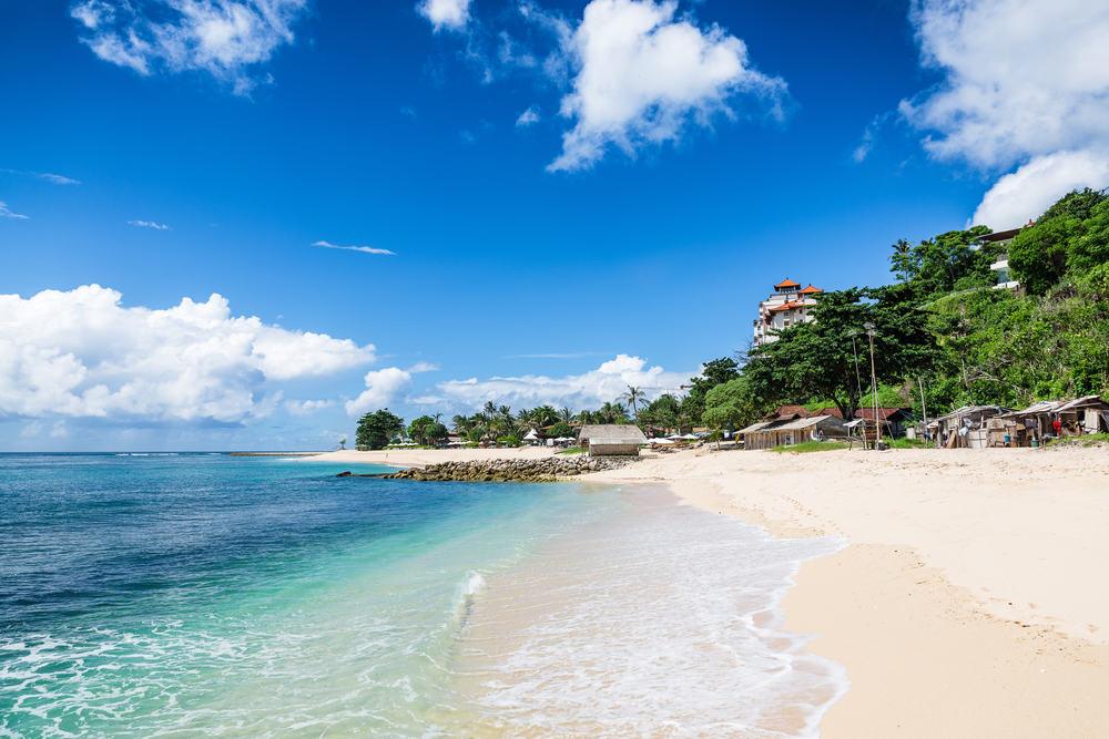 Tropisk strand - Bali i Indonesien