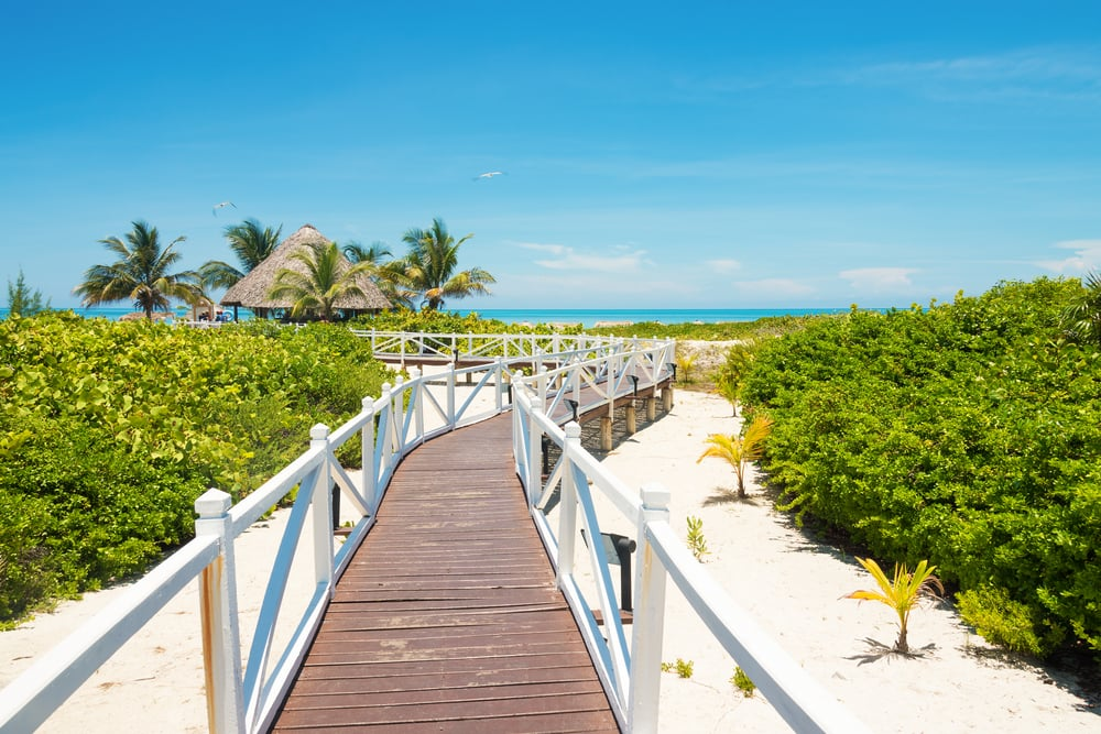 Tropisk strand på Cuba