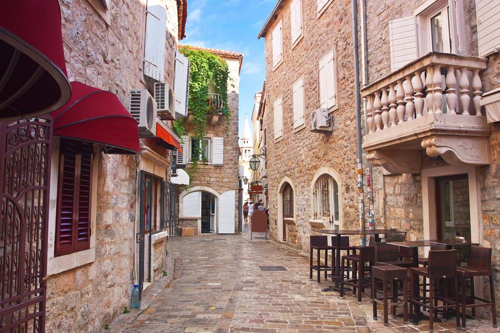 Hyggelig gade - Budva i Montenegro