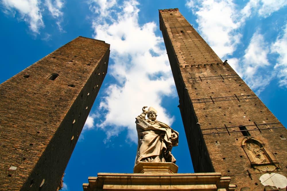 Asinelli Tårnet - Bologna i Italien