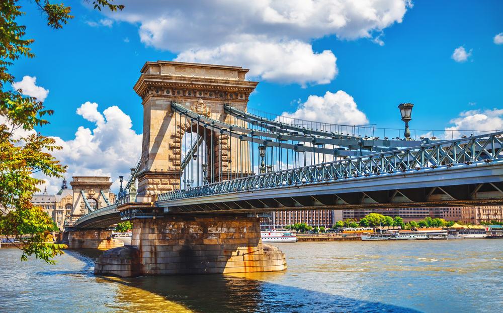 Kædebroen over floden Danube - Budapest i Ungarn