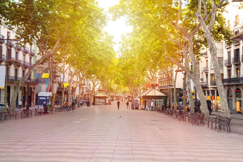 La Rambla i Barcelona fra morgenstunden