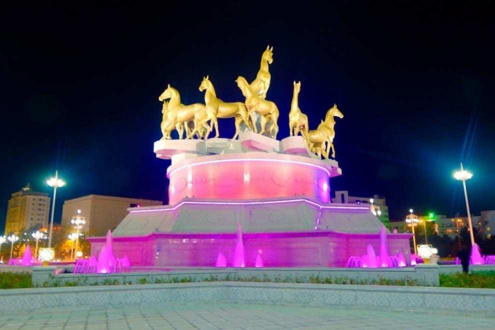Turkménistan - fontaine - voyage