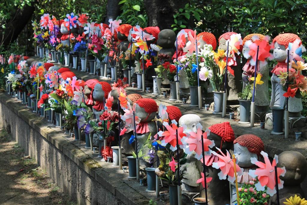 Giappone - Tokyo, statue Jizo al Tempio Zojoji - viaggio