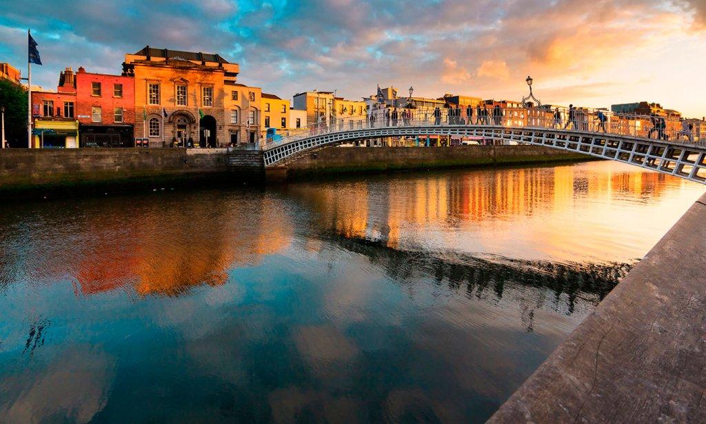 Irland - Dublin, Liffey, Ha'penny Bridge - reise