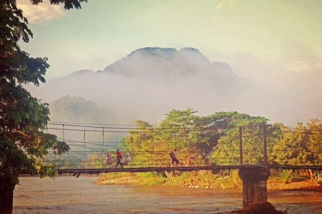 लाओस - लुआंग प्रबांग - पुल - यात्रा