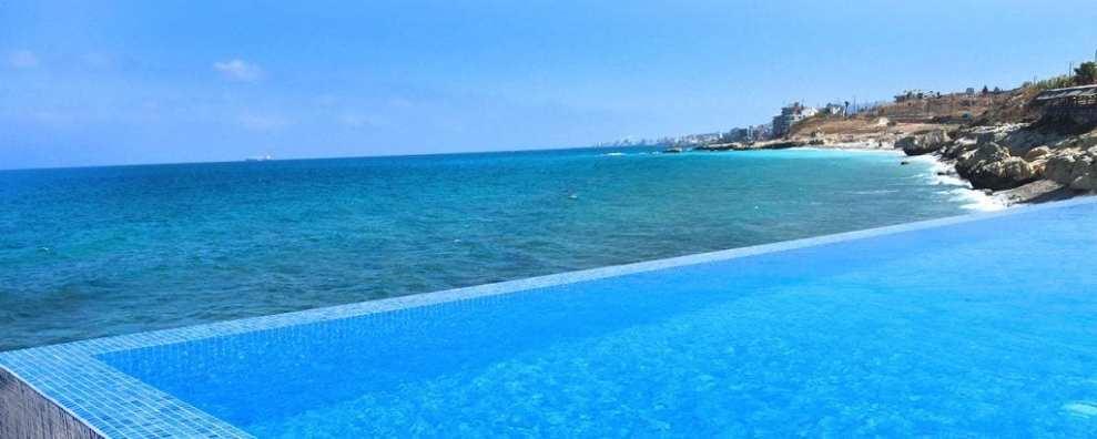 Libanon - beach resort strand Batroun