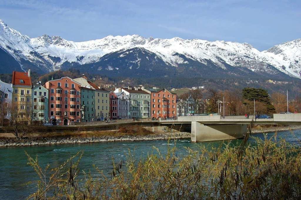 Østrig Innsbruck - flod huse bjerge - rejser
