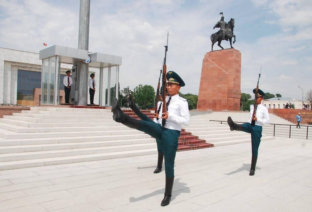 Kirgisistan - soldater by asien - rejser