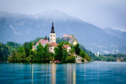 Λίμνη Bled - εκκλησία - βουνά - λίμνη
