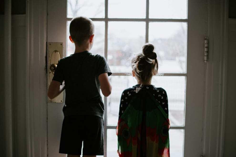 Børn hjemme feriebilleder rejser