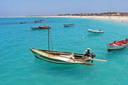 Kap Verde - fiskare, båtar, strand - resor