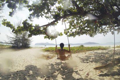 Sunce, plaža, drvo, ljuljačka - putovanje