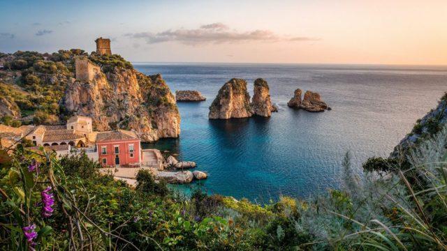 シチリア島、旅行のお得な情報、旅行、vitus旅行、火山島、海、岩、イタリア