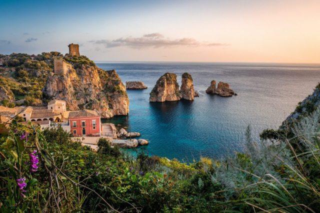 Sicilien, reserbjudanden, resor, vitusresor, vulkanisk ö, hav, klippor, Italien