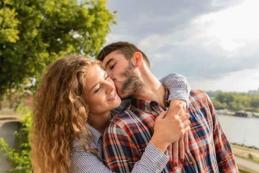 Terrific Romantic Things - men kissing her lady