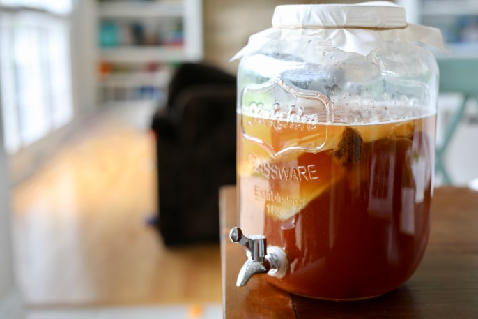 How to Make Kombucha Tea: The 10-Step Recipe