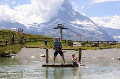 Lekpark på alpvandring i Zermatt