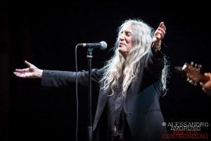 PATTI SMITH: la sacerdotessa del rock annuncia il suo ritorno sui palchi delle più prestigiose location italiane