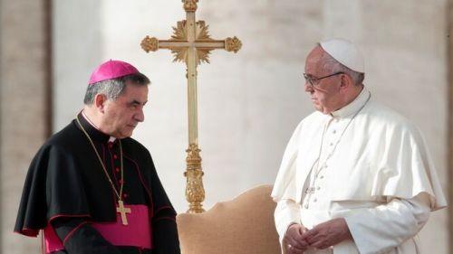 El Papa y Becciu