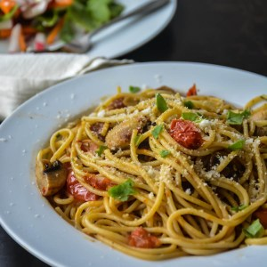 Simple classic tomato and mushroom pasta