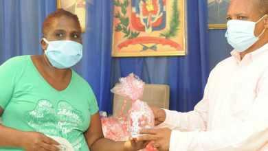 Photo of Alcaldia Montecristi realizo ayer el pago brigadas operativos limpieza de emergencia y entrega regalos por el día de las madres