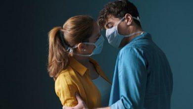 Photo of El sexo, sin besos y con mascarilla, según la directora médica de Canadá
