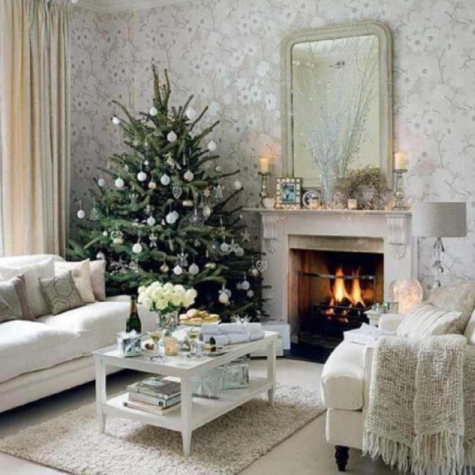 icy-stylish-white-Christmas-living-room-decorating