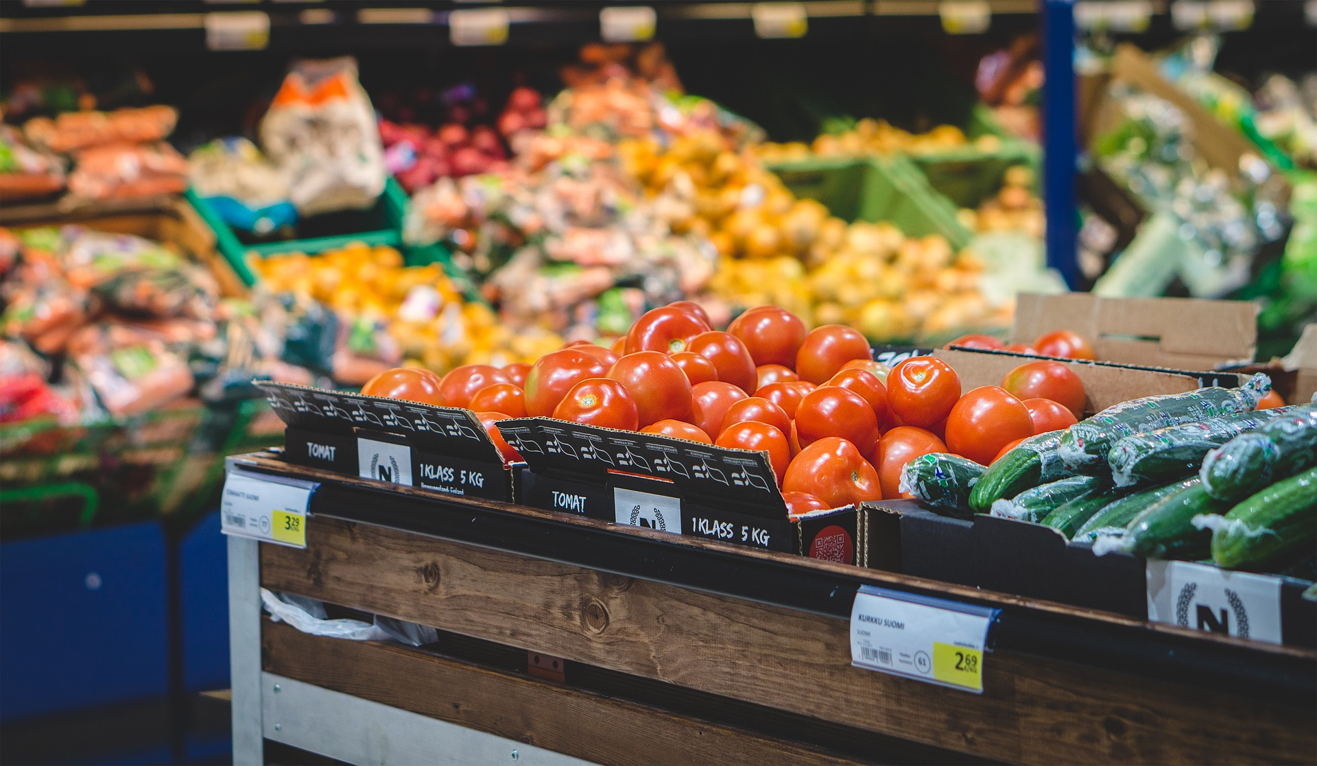 Five Benefits of Updating Your Grocery Store Lighting