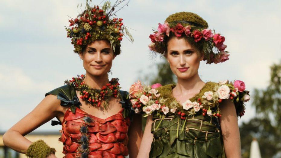 Blumenkleider der Künstlerin Nicole Dextras