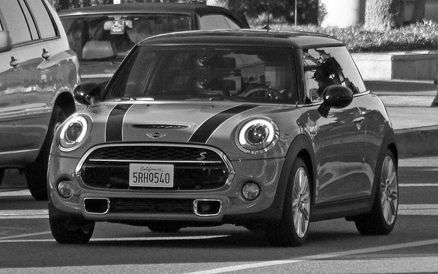 A Cooper S in black/white