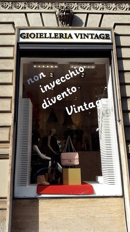 Gioilleria Vintage in Magenta