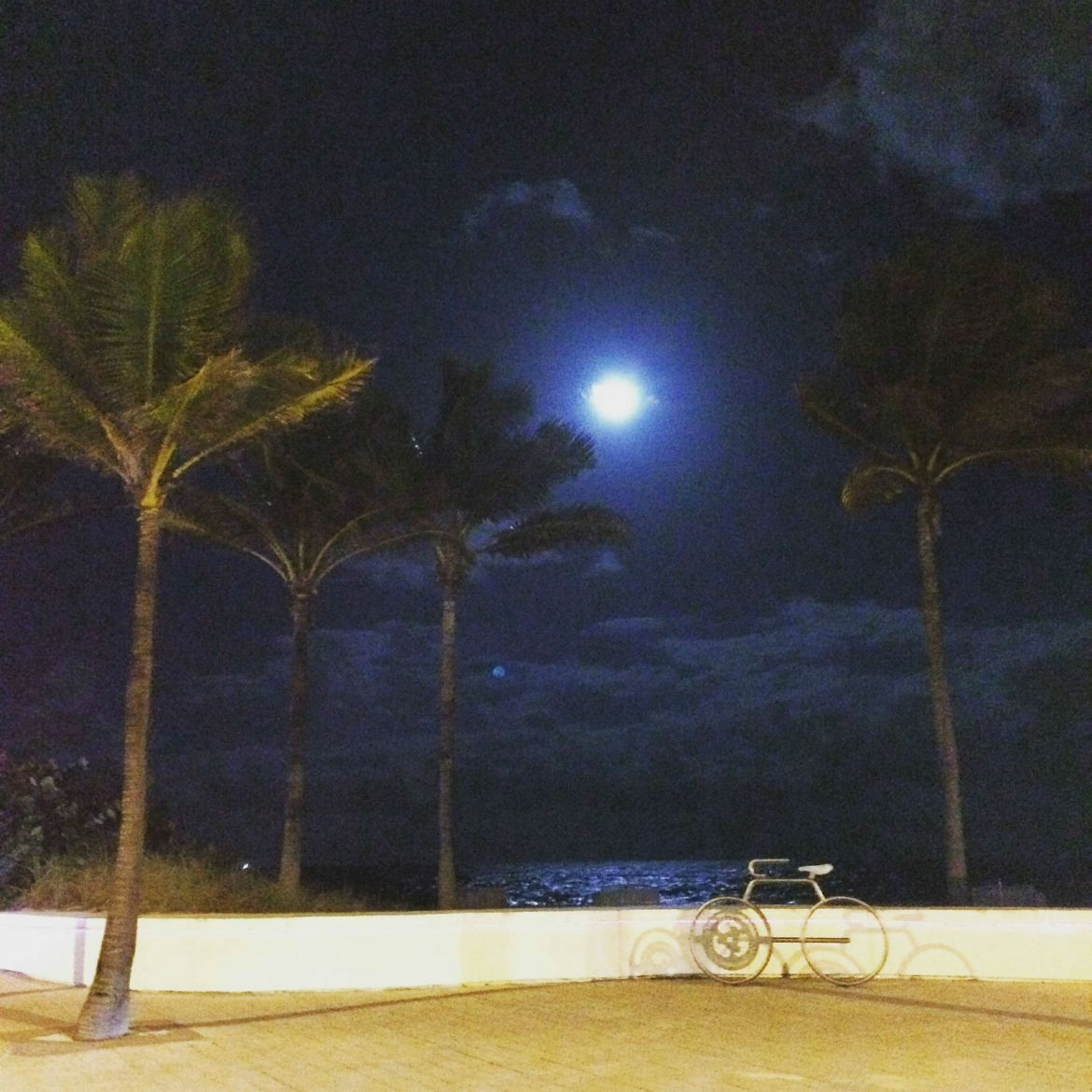 A full moon on Fort Lauderdale Beach