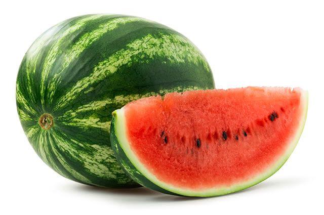 Para escolher melancia de qualidade aposte nas mais redondas e com a casca firme