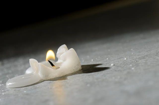 O secador de cabelo pode ser a fonte de calor necessária para derreter a cera da vela