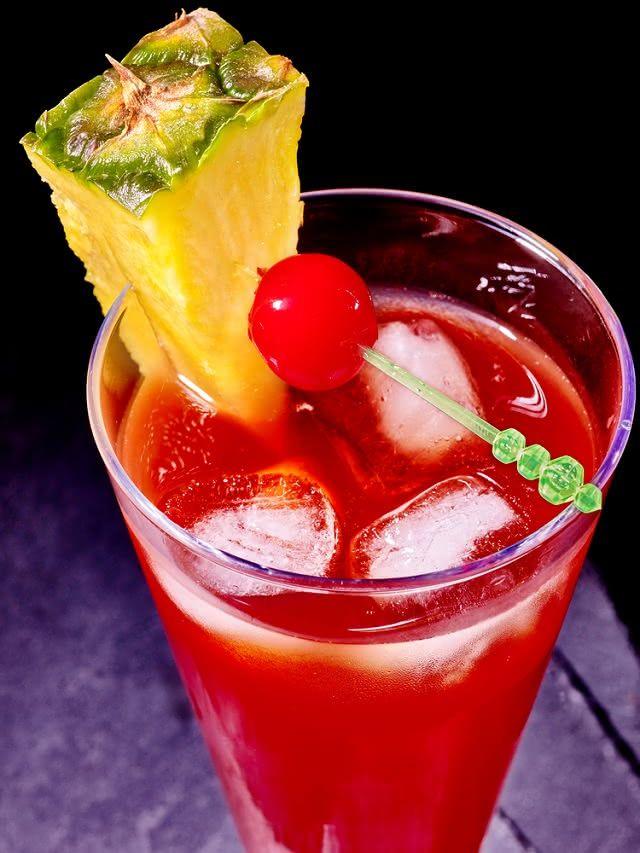 O suco de hibisco com abacaxi é nutritivo e tem um sabor marcante