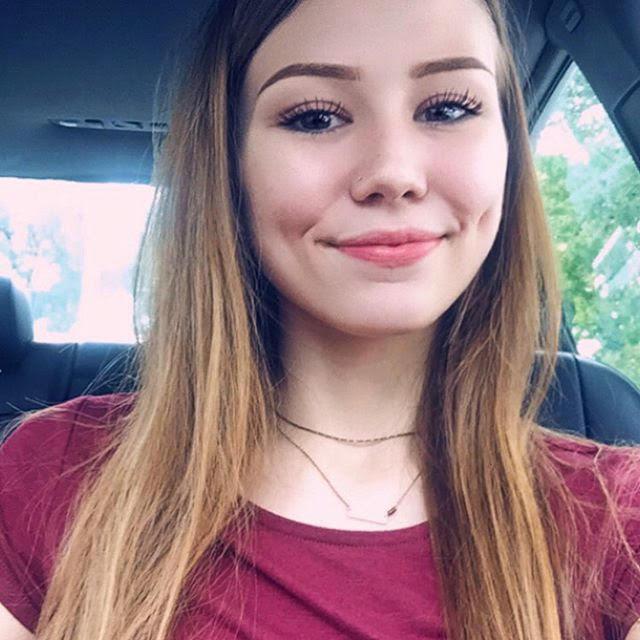 Caitlin Frangel selfie in car