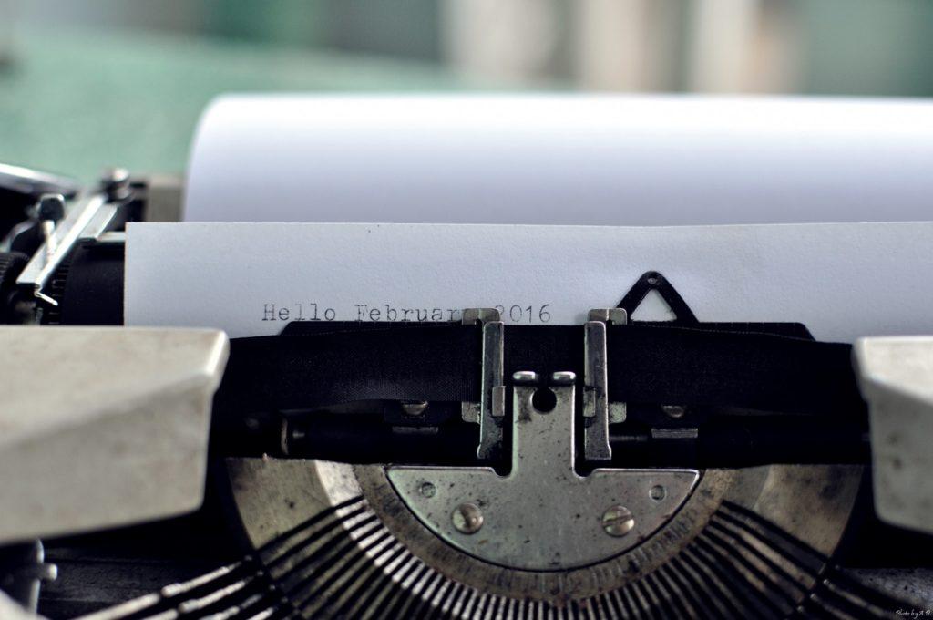 Foto de uma máquina para escrever