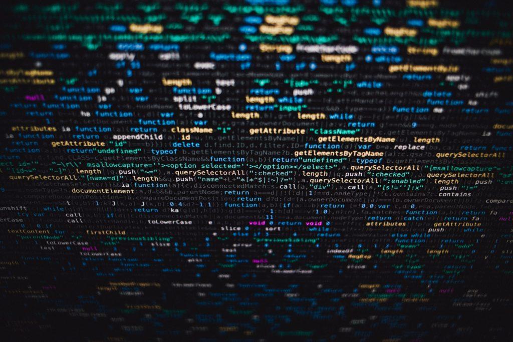 tela com códigos de programação sobre experiências malucas desafiadoras programação