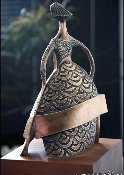 Dama Azul - Esculturas de bronce - Escultor Remigio Vidal