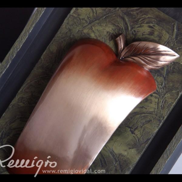 Manzana - Escultura de fundición en bronce - Escultor Remigio Vidal