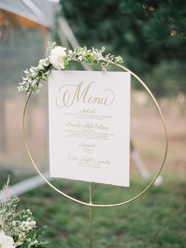 Menu cards designed to complement your wedding day stationery and coordinate with your signature colors will add an extra-stylish touch to your tablescape.