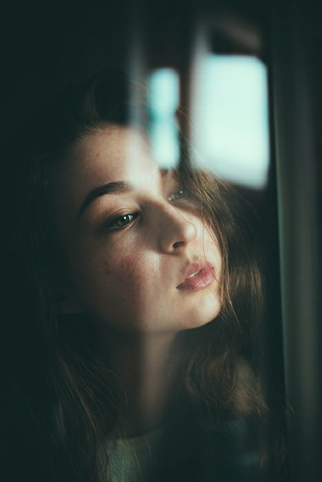 To Add Depth To Your Portraits, Use Window Reflections