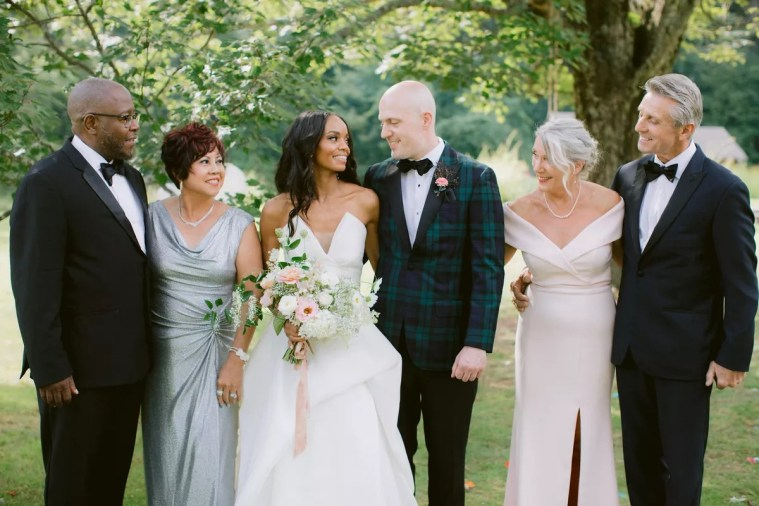 A Complete Guide To Taking Family Photos At Your Wedding