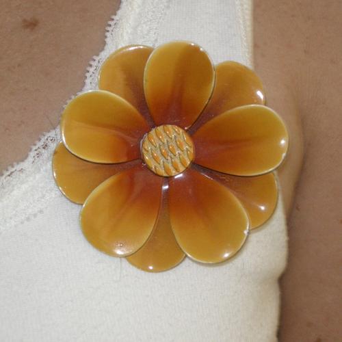 flower pin-the remix vintage fashion