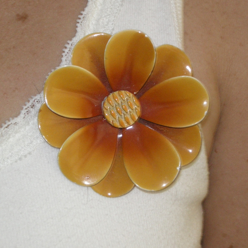 flower pin-the remix vintage fashion