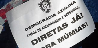 Protesto da torcida contra a diretoria exige eleições diretas
